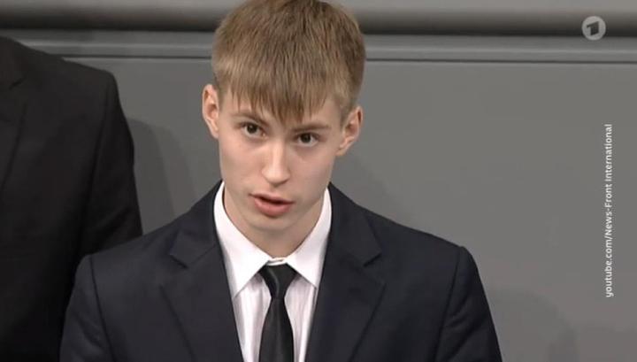 ФСБ запросила информацию обукраинских корнях школьника, выступившего вбундестаге