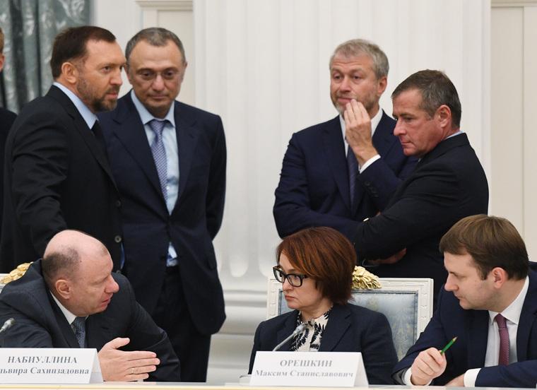 Фигуранты «кремлевского доклада» столкнулись с трудностями вСША