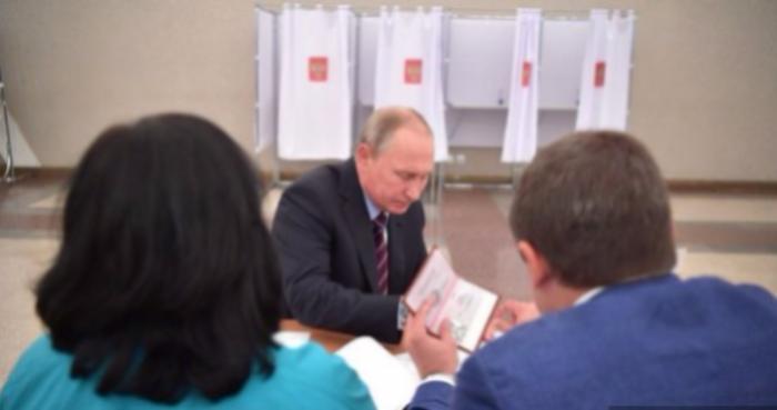 Фото спаспортом В. Путина обнародовал Кремль