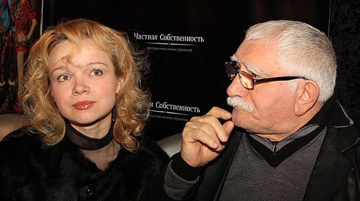 Армен Джигарханян требует отбывшей супруги 3 млн руб.