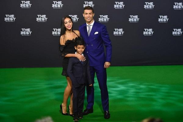 ФИФА перенесет вручение приза лучшему игроку года налето— Marca