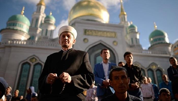 Астраханские мусульмане отмечают праздник «Ураза-байрам»