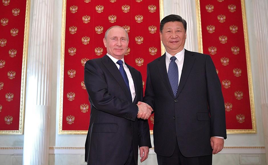 Пусть корабль китайско-российской дружбы мчится вперед навсех парусах— Комментарий