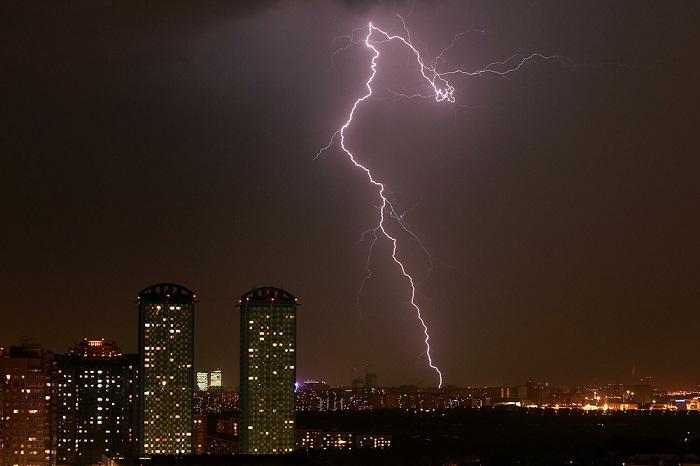 Грозы ишквалистый ветер придут назамену  жаре в столице