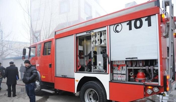 «Это был не взрыв»: МЧС Азербайджана потушило пожар в жилом здании