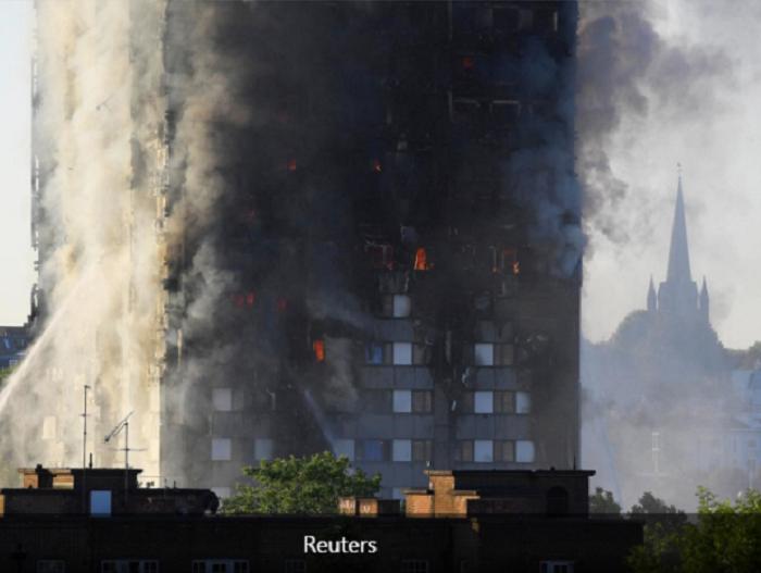 СМИ назвали очевидную причину пожара в жилом высотном здании Лондона