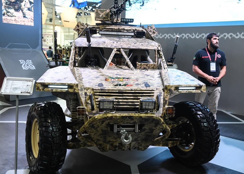 ВГрозном представили новейшую боевую машину спецназа «Чаборз-6»