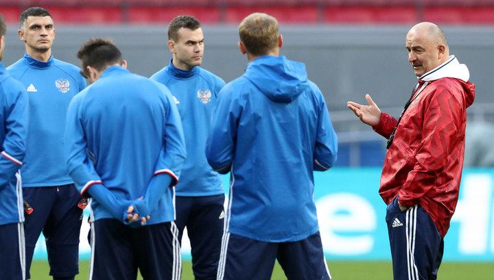 Русские футболисты пригрозили уйти изсборной из-за конфликта с основным тренером