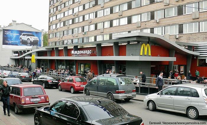 Роспотребнадзор начал проверку «Макдональдса» и«Перекрестка» в российской столице