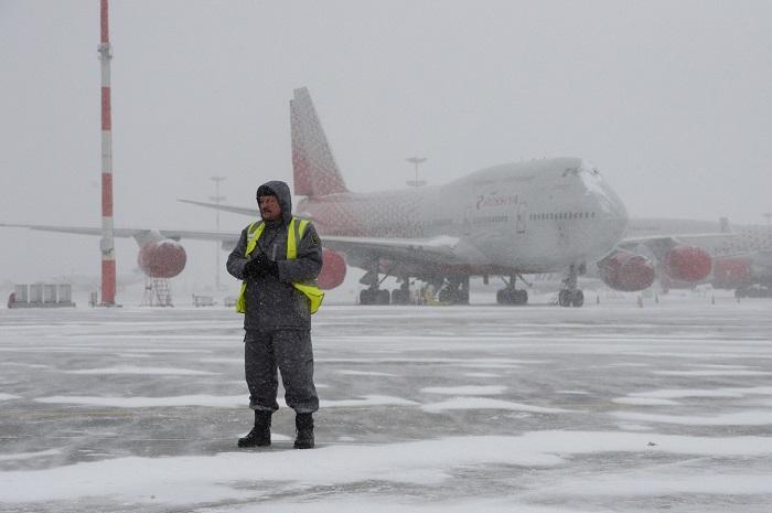 В столичных аэропортах из-за снегопада задержали около 30 рейсов