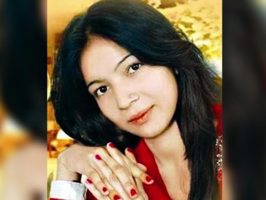 ВПакистане беременную эстрадную певицу убили насцене за выполнение песни сидя