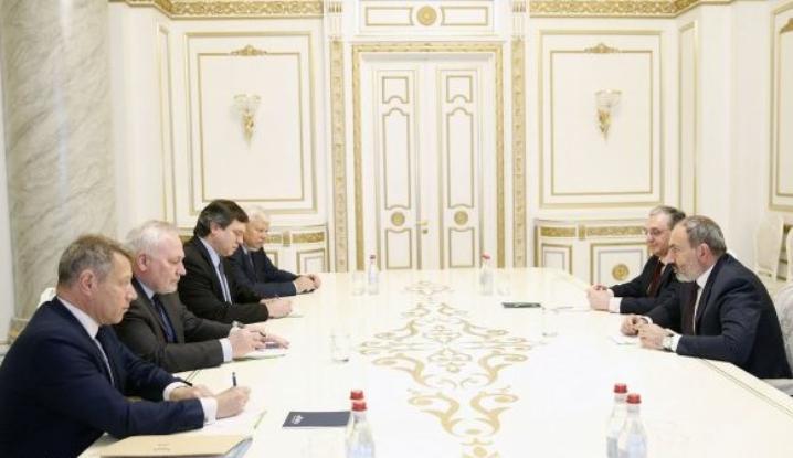 Пашинян принял посредников поКарабаху: детали встречи