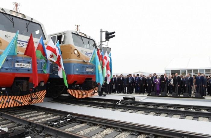 Прошла официальная церемония открытия железной дороги Баку— Тбилиси— Карс