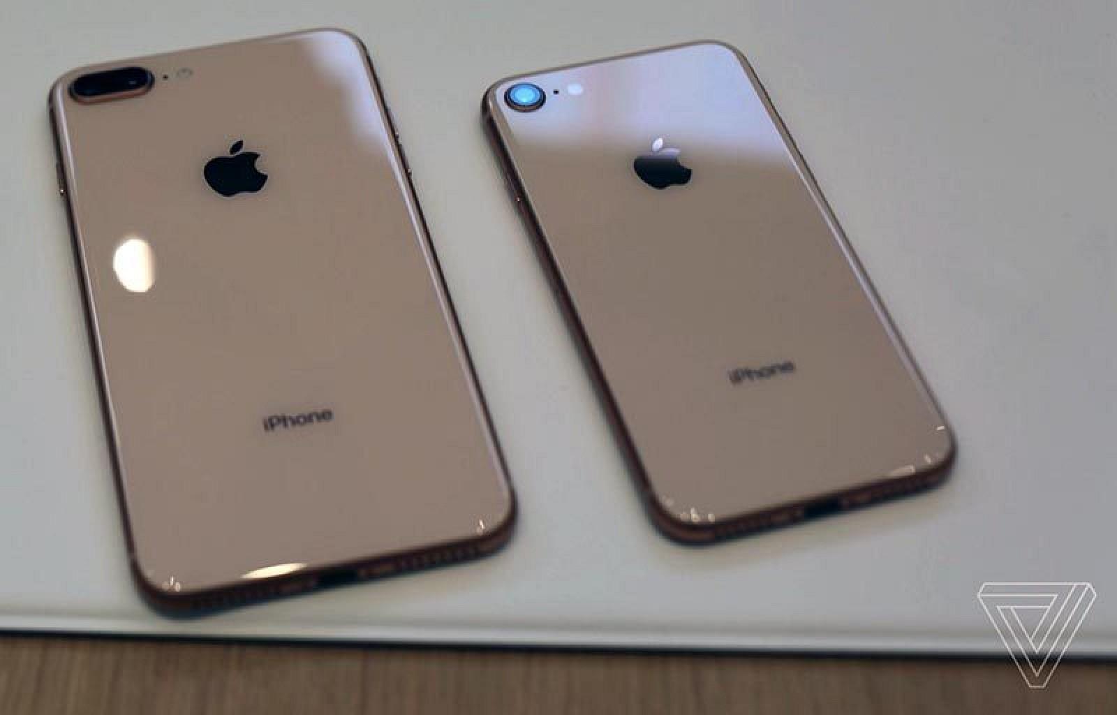 В столицеРФ фанаты iPhone выстроились вочередь уГУМа за«восьмеркой»