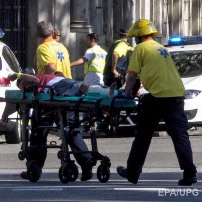 5 человек пострадали виспанском Камбрильсе при попытке наезда фургона напешеходов