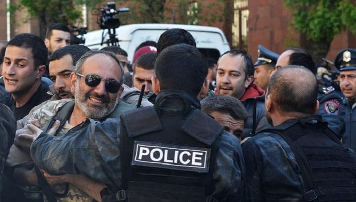 Оппозиция возобновляет акции протеста вЕреване