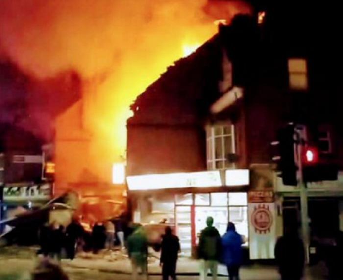 Вбританском Лестере произошел мощнейший взрыв: пламенеют два магазина идом