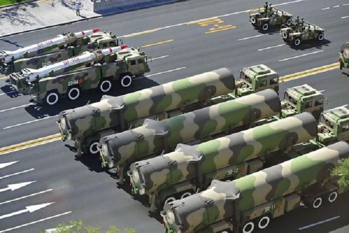 КНР рассекретил баллистическую ракету навоенном параде