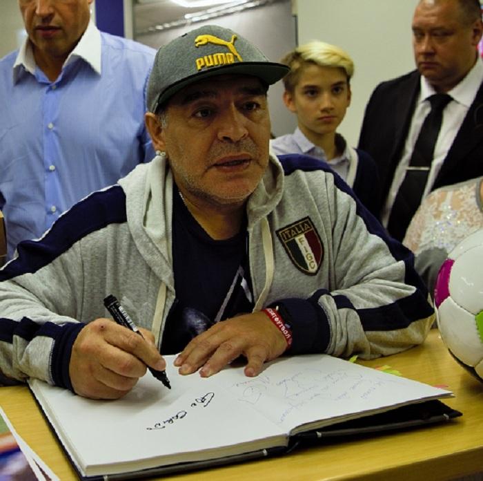 Марадона рассчитывает стать гражданином РФ