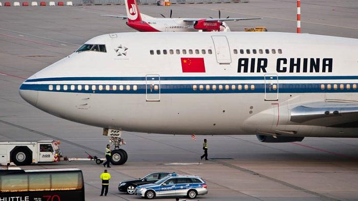 ВШереметьево экстренно сел самолет из-за неадекватного пассажира