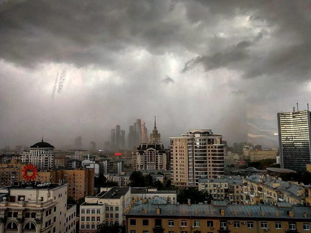 В столице объявили штормовое предупреждение