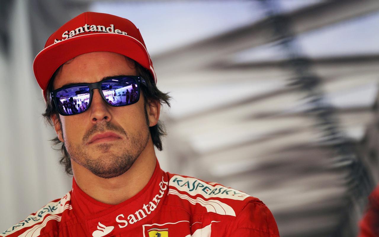 Австралийский пилот одержал победу Гран-при Азербайджана вФормуле-1, стартовав с10-й позиции