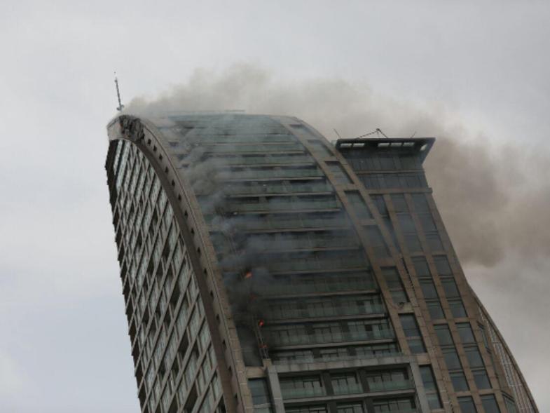 В Баку второй раз за день загорелось здание Trump Tower
