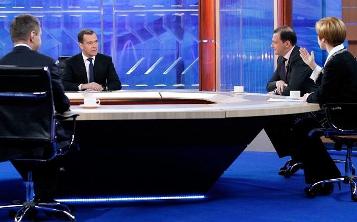 Медведев: Экономика России вышла из рецессии