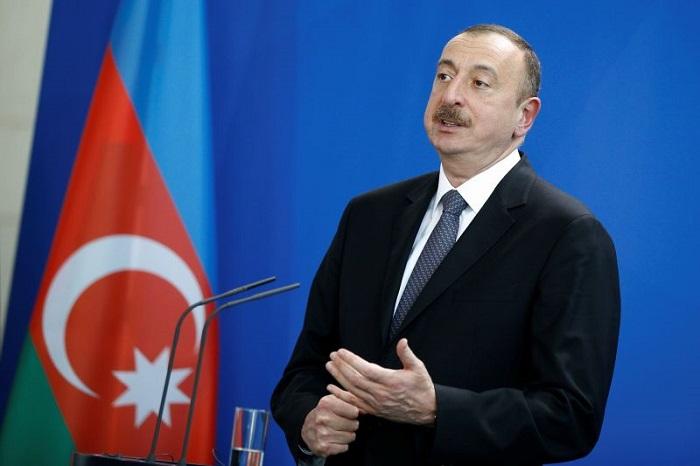 Президент Ильхам Алиев принял министра связи имассовых коммуникаций РФ