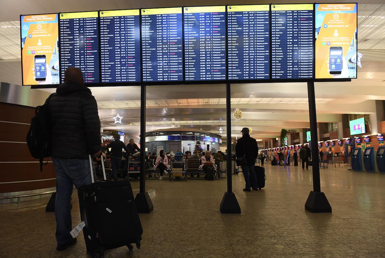 Встолице снегопад: ваэропортах Москвы задержали неменее  100 рейсов