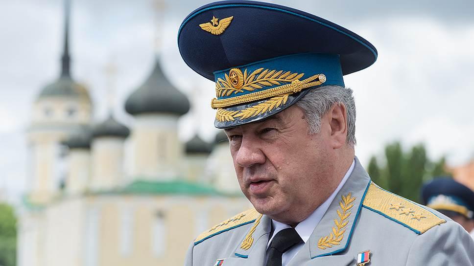 Уволенный главком ВКС возглавил комитет Совфеда пообороне ибезопасности