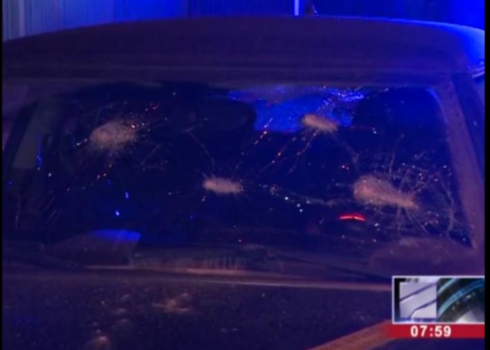 Жители Тбилиси выбили стекла вмашине российских туристов