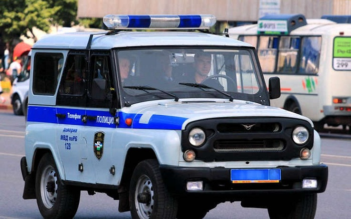 Насеверо-востоке столицы мужчина нанес повреждения полицейскому автомобилю
