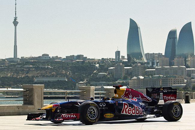 На «Формуле-1» встолице Азербайджана зажегся болид