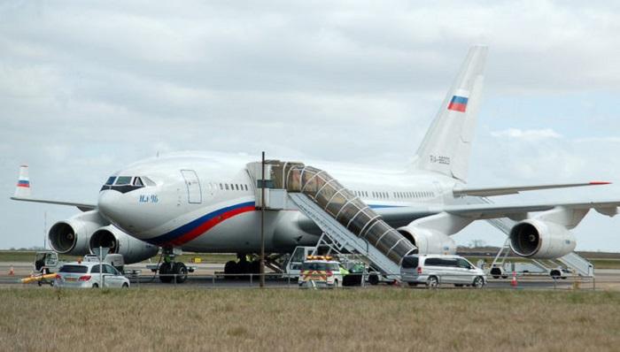 Самолет свысланными изСША российскими дипломатами вылетел изВашингтона