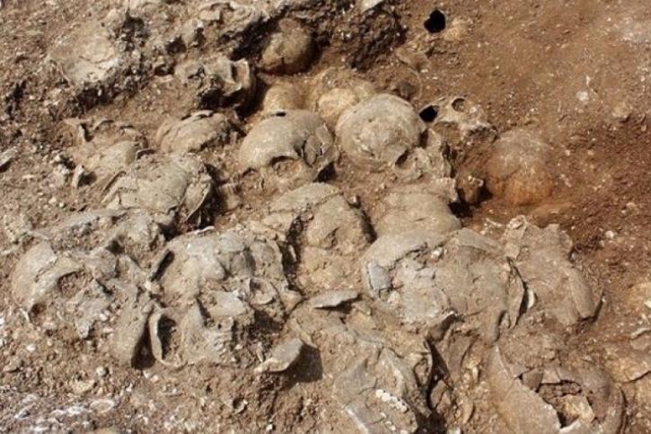 ВИраке отыскали  массовые захоронения убитых боевиками «ИГ» детей иженщин