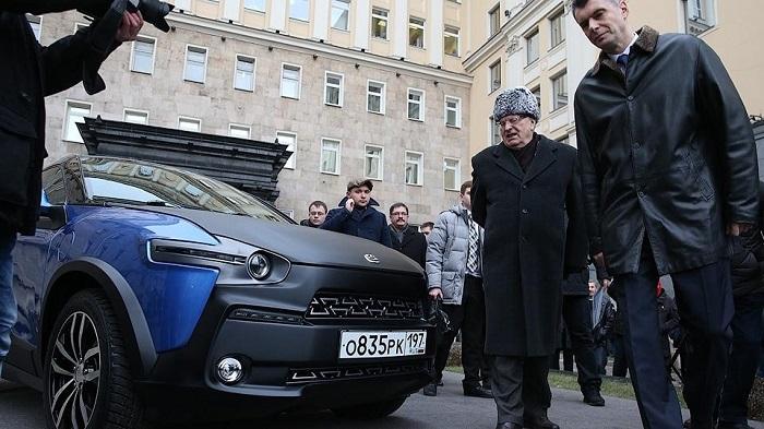 Жириновский попросил руководство отремонтировать «Ё-мобиль», подаренный ему Прохоровым