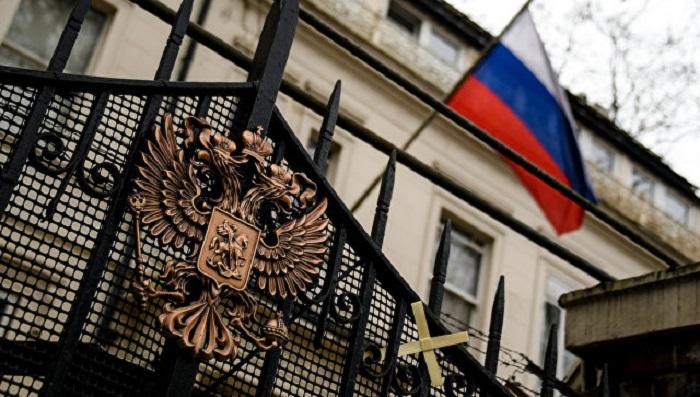 Впосольстве РФ вСоединенном Королевстве Великобритании неудивлены очередной версией инцидента вСолсбери