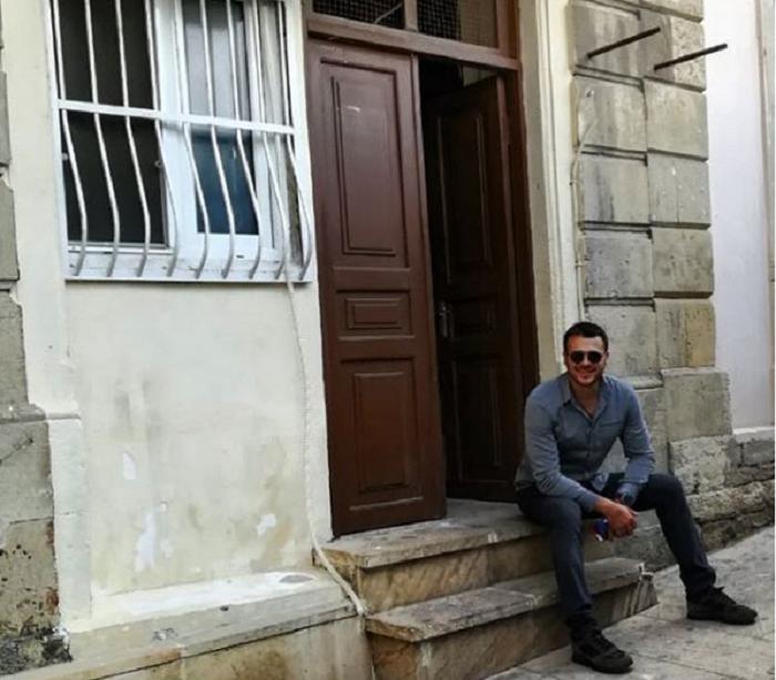 Крыльцо дома на улице Муслима Магомаева в Баку: здесь прошло детство Эмина