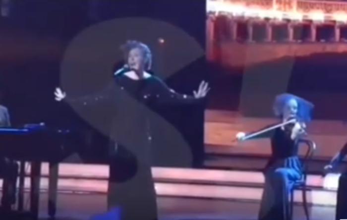 Ксения Собчак посмеялась над современными звездами всвоей новоиспеченной песне
